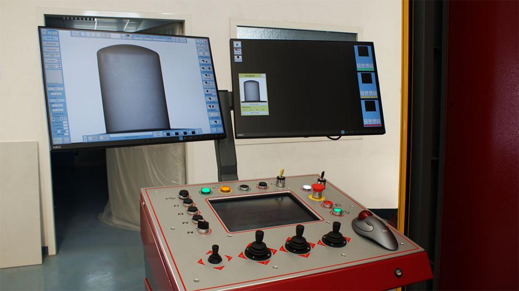 La tomografia Industriale di MotivexLab, particolare della consolle doppio monitor